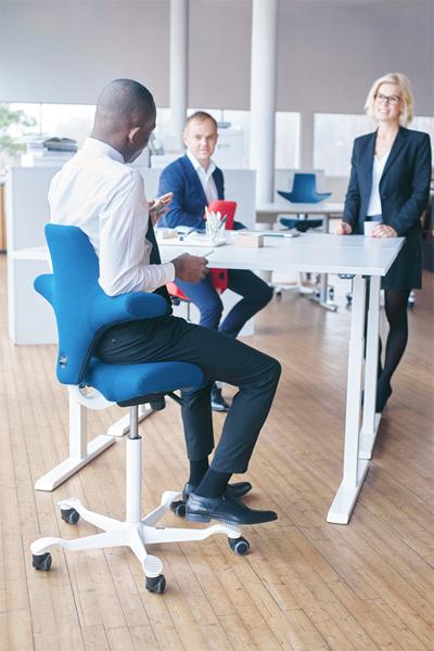 Siège ergonomique Capisco - Travailler assis-debout