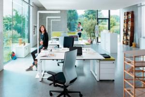 Lampadaire Lavigo pour éviter les éblouissements et la fatigue visuelle au bureau