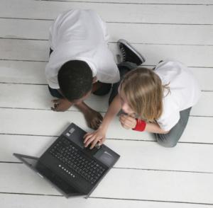 Prévention du mal de dos chez l'enfant : Adopter les bonnes postures