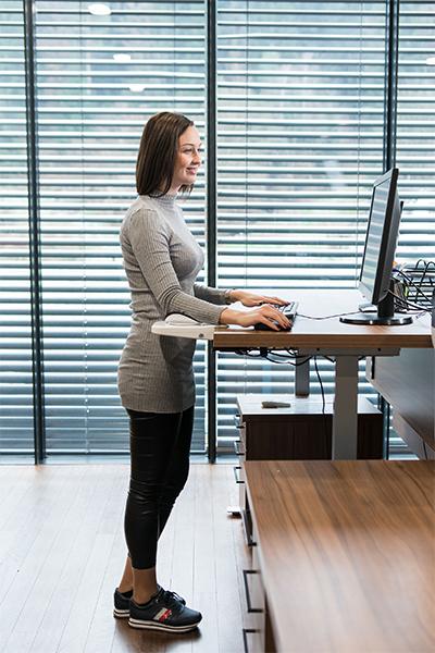Repose-bras Mouzen - Travail assis-debout sur ordinateur