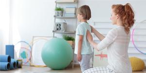 Mal de dos chez l'enfant - Leur apprendre l'ergonomie