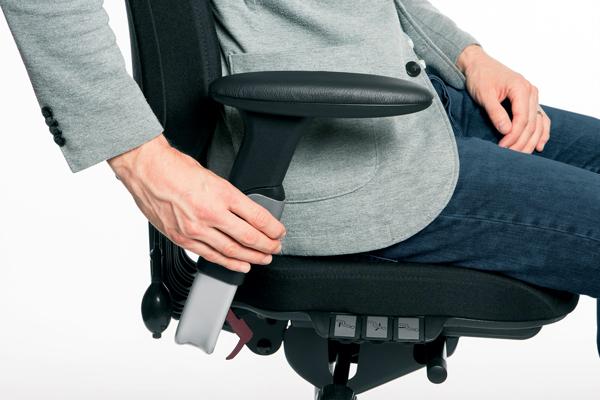 Réglage siège ergonomique - Logic 400 - Ecartement des accoudoirs